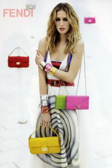 Fendi выпускает лучшие модели сумок Baguette повторно