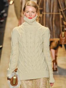 Модные свитера женские на 2018 год: на фото вязаные стильные модели