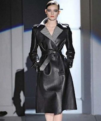 А какие именно модели этой одежды наиболее актуальны в 2013 году, как правильно сочетать женский кожаный плащ с другой одеждой, и как научится правильно