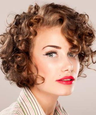 накрученные волосы фото средней длины с челкой