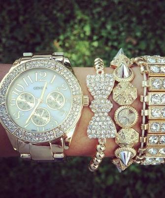 9792fc8c Не нужно забывать, что поверх этих часов можно одеть несколько браслетов.  Наверное, мода сходит с ума, но данный стиль будет выглядеть очень красиво.