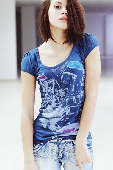 a7059449c2cd3 Модные женские футболки для девушек на лето 2019 года: на фото ...