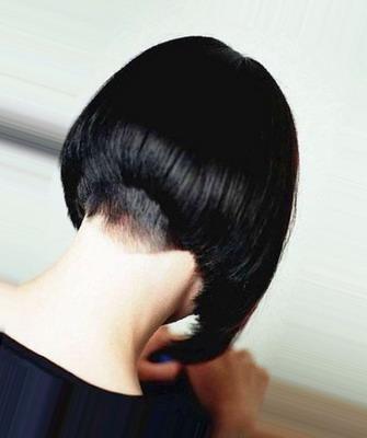 Картинки девушек со спины брюнетки с короткими волосами