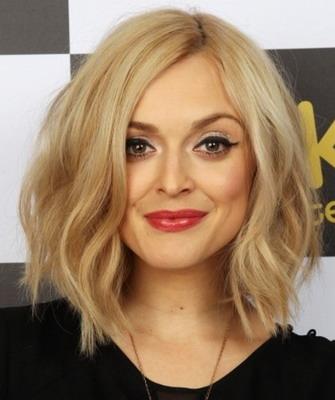 Блондинка с причёской под каре 852
