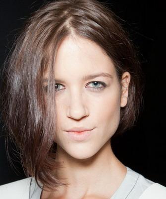 Ассиметричное каре на волнистых волосах