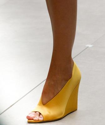 Но неизменным при покупке такой обуви остается вопрос – с чем её носить   Правила просты – так же как и обувь с высоким каблуком. 41c40cae8f070