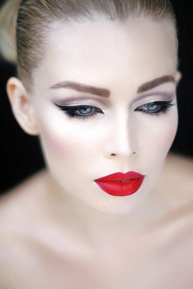1302-01 Макияж для голубых глаз (42 фото): красивый повседневный make-up для серо-голубых глаз и русых волос, нежный и яркий, пошаговые инструкции