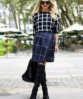 Замшевые сапоги и юбка