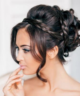 Прическа свадебная на круглое лицо