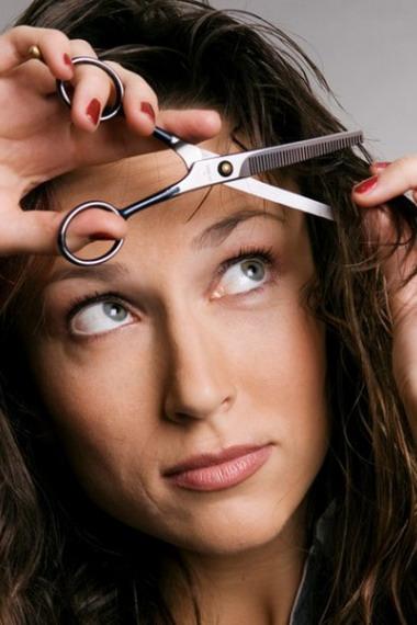 Видео как подровнять кончики волос в домашних условиях видео