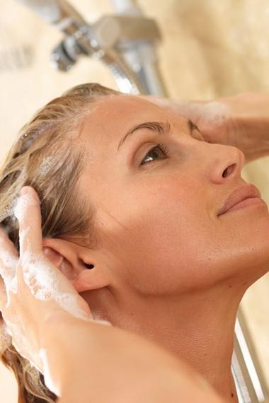 Как ухаживать за жирными волосами: средства, советы, народные рецепты ухода за жирными волосами