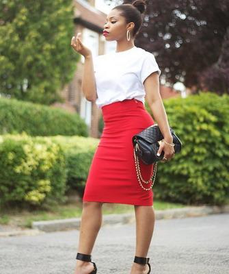 Бордовая юбка ниже колена