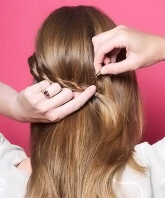 Как красиво заколоть крабиком волосы