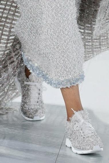 Какие женские кроссовки самые модные в 2019 году и фото стильных моделей 2213443cc84