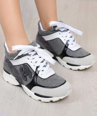 Самые модные женские кроссовки 2019 года – это именно повседневная,  уличная, а иногда даже нарядная обувь. Тем более, что даже спортивный стиль  сегодня ... d80d86da97a