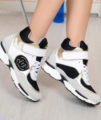 Достаточно взглянуть на новинки от модного Дома Chanel, дизайнеры которого  представляют собственную версию этой актуальной обуви. 3bb73171887