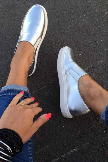 392d4f68 ... отвечают самым строгим требованиям актуальных трендов: очень удобная и,  вместе с тем, стильная обувь — это именно то, что востребовано в модных  образах.
