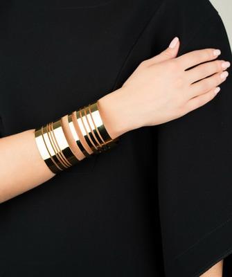 Стильные браслеты для женщин из золота