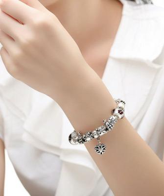 Дорогие стильные браслеты из