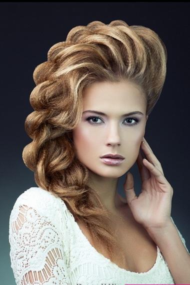 Крутые прически для девушек на средние волосы