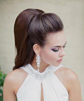 Красивые вечерние прически на длинные и средние волосы   400x335