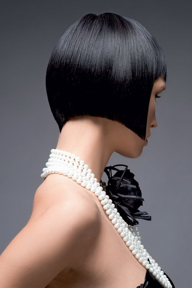 Стрижка градуированное каре на средние волосы с челкой фото